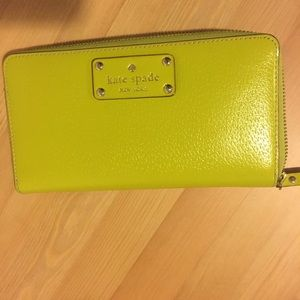 Kate Spade empirered zip around wallet